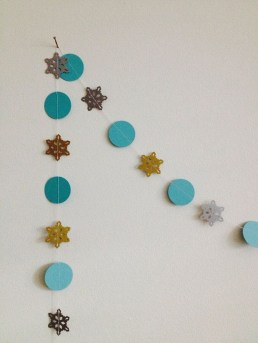 Best Home Decoration Ideas With Snowflakes And Baubles 29
