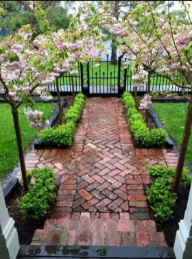 Newest Front Yard Landscaping Design Ideas To Try Now 26