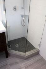 Splendid Small Bathroom Remodel Ideas For You 16