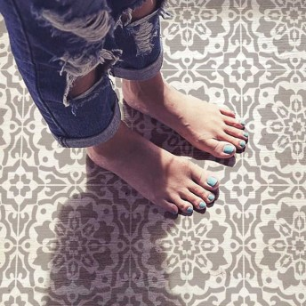 Unusual Diy Painted Tile Floor Ideas With Stencils That Anyone Can Do 24