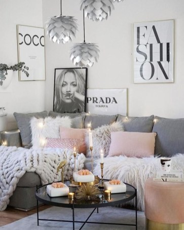 Attractive Small Living Room Decor Ideas With Perfect Lighting 31