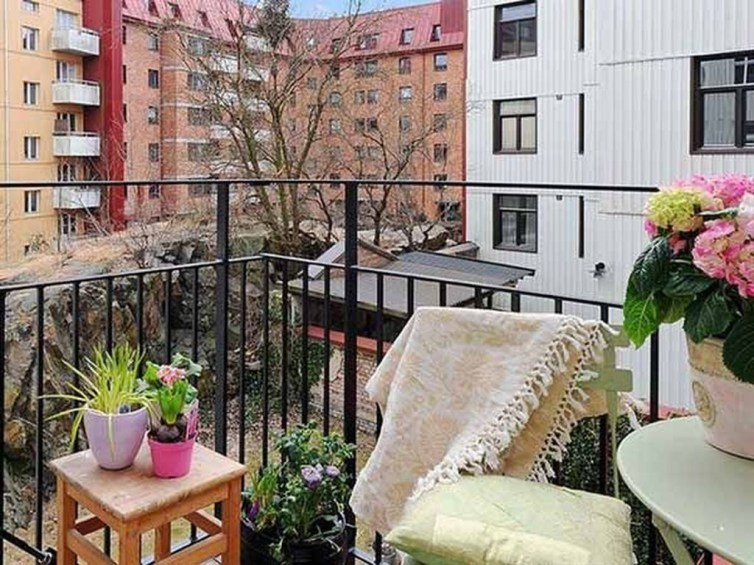 Casual Small Balcony Design Ideas For Spring This Season 14