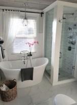 Chic Farmhouse Bathroom Desgn Ideas With Shower 28