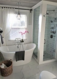 Chic Farmhouse Bathroom Desgn Ideas With Shower 28