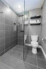 Chic Farmhouse Bathroom Desgn Ideas With Shower 35