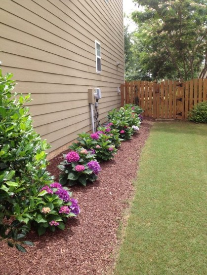 Gorgeous Backyard Landscaping Ideas For Your Dream House 23