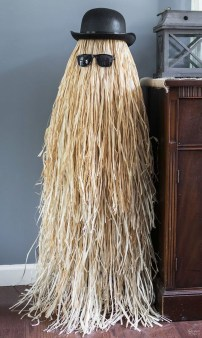 Hottest Halloween Decorating Ideas To Try Now 26