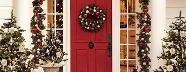 Adorable Front Door Christmas Decoration Ideas That Trend This Year 17