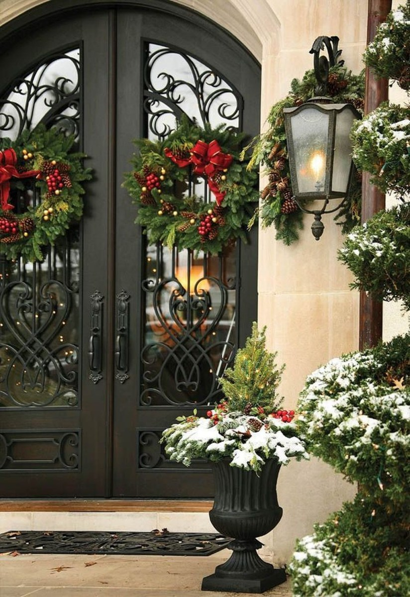 Adorable Front Door Christmas Decoration Ideas That Trend This Year 27