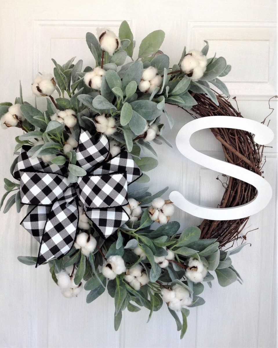 Adorable Front Door Christmas Decoration Ideas That Trend This Year 31