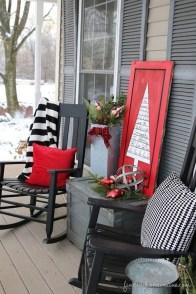 Awesome Christmas Farmhouse Porch Décor Ideas 06