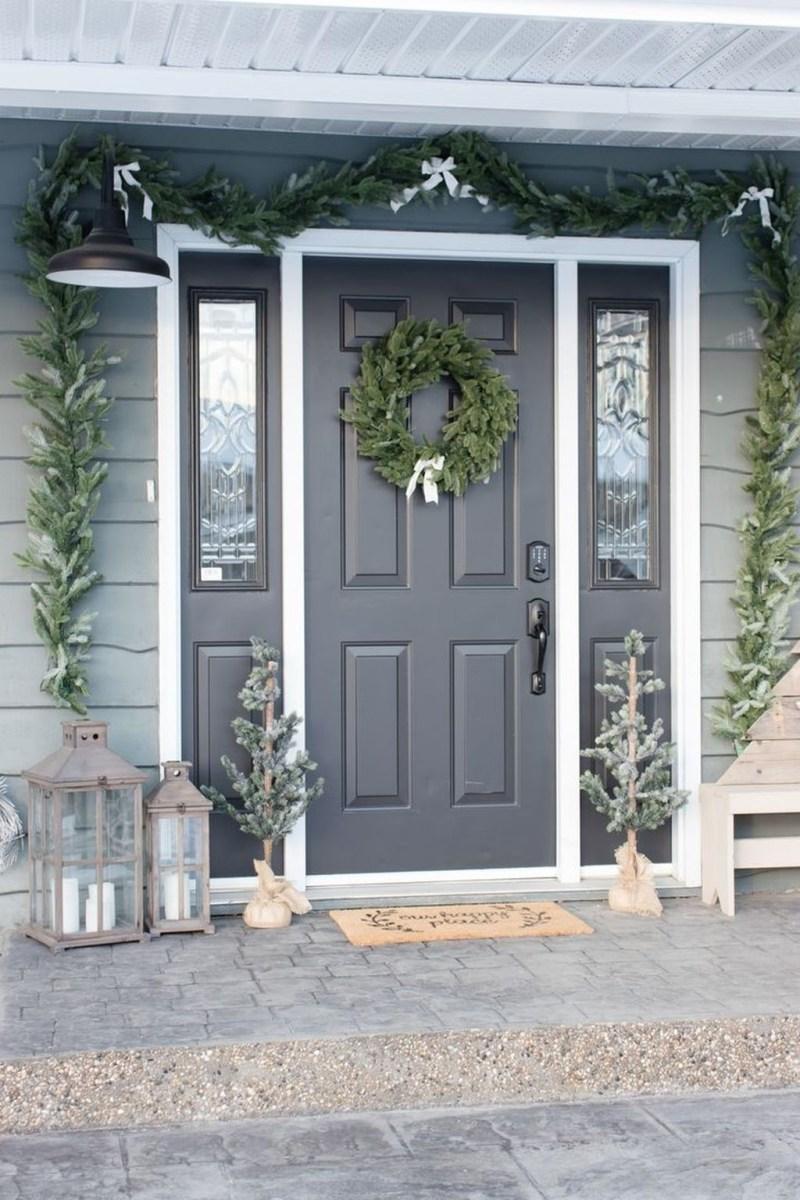 Awesome Christmas Farmhouse Porch Décor Ideas 10