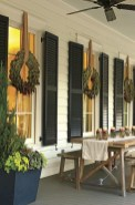 Awesome Christmas Farmhouse Porch Décor Ideas 11