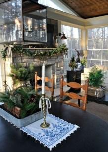 Awesome Christmas Farmhouse Porch Décor Ideas 19