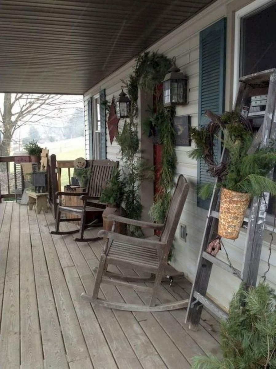 Awesome Christmas Farmhouse Porch Décor Ideas 30