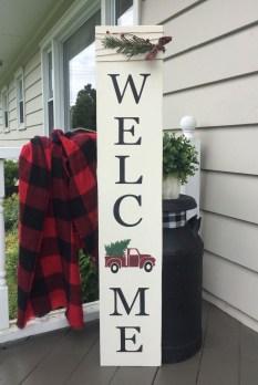 Awesome Christmas Farmhouse Porch Décor Ideas 32