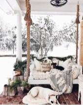 Awesome Christmas Farmhouse Porch Décor Ideas 40