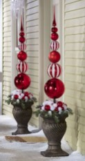 Charming Outdoor Décor Ideas For Christmas To Try 05