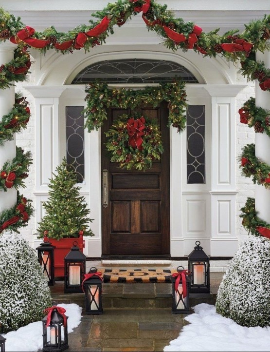 Charming Outdoor Décor Ideas For Christmas To Try 48