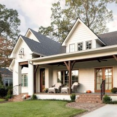 Cute Farmhouse Exterior Design Ideas That Inspire You 17
