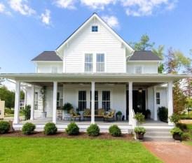 Cute Farmhouse Exterior Design Ideas That Inspire You 19