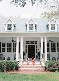 Cute Farmhouse Exterior Design Ideas That Inspire You 32