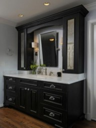 Wonderful Single Vanity Bathroom Design Ideas To Try 32