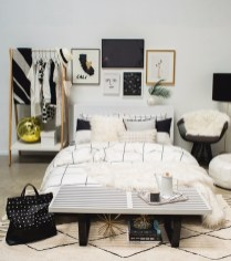 Totally Inspiring Inexpensive Bedroom Décor Ideas01