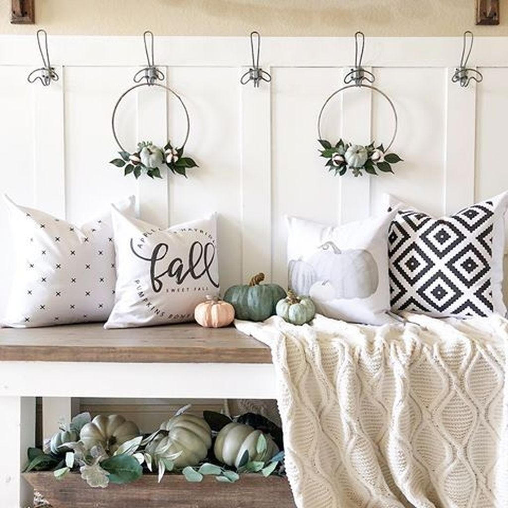 Adorable Fall Home Decor Ideas With Farmhouse Style21