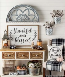 Adorable Fall Home Decor Ideas With Farmhouse Style26