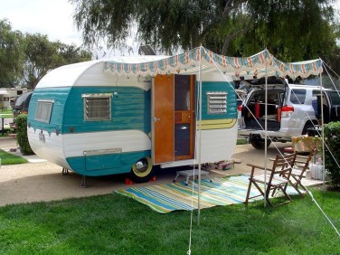 Adorable Vintage Travel Trailers Remodel Ideas33