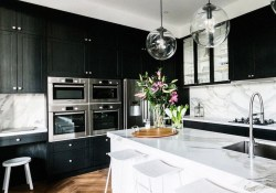 Affordable Black And White Kitchen Cabinets Ideas16