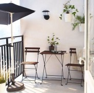 Creative And Simple Fall Balcony Décor Ideas For Small Apartment03