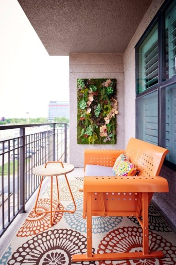Creative And Simple Fall Balcony Décor Ideas For Small Apartment09