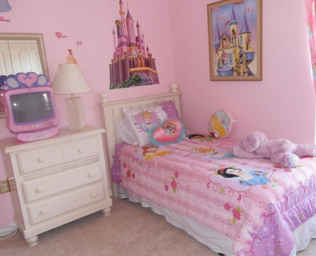 Cute Small Teen Bedroom Ideas19