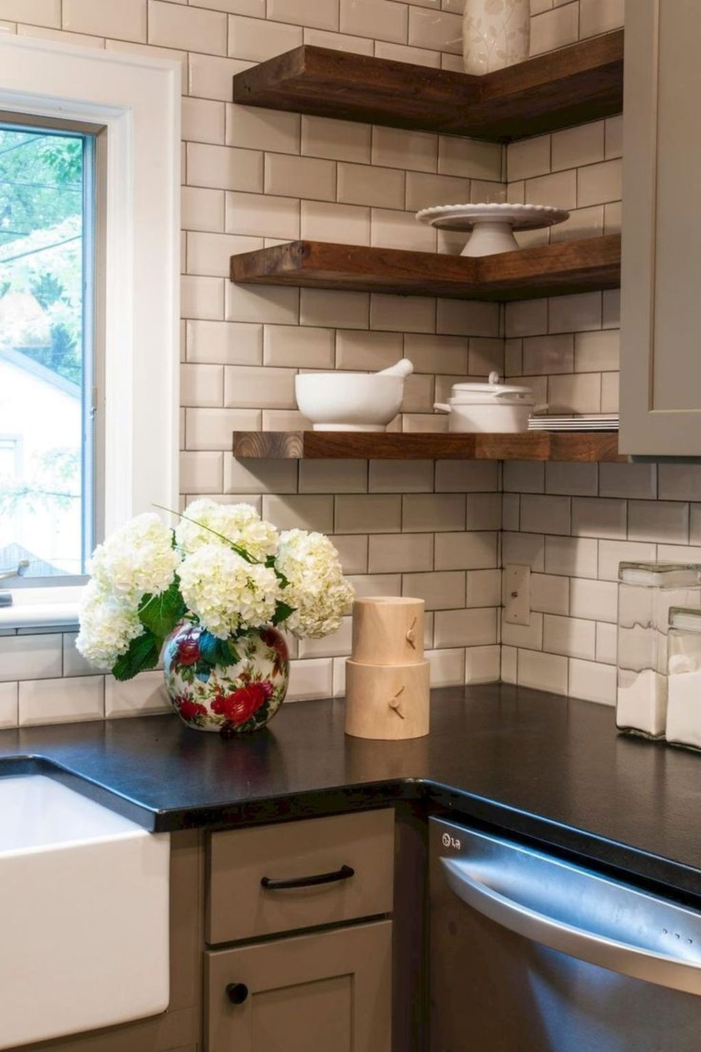 Awesome Small Kitchen Remodel Ideas33