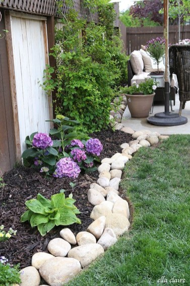 Cool Front Yard Rock Garden Ideas15