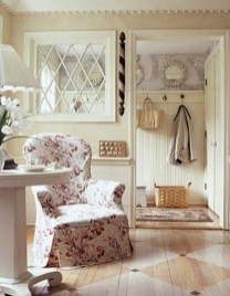 Fascinating Flying Crown Molding Ideas24