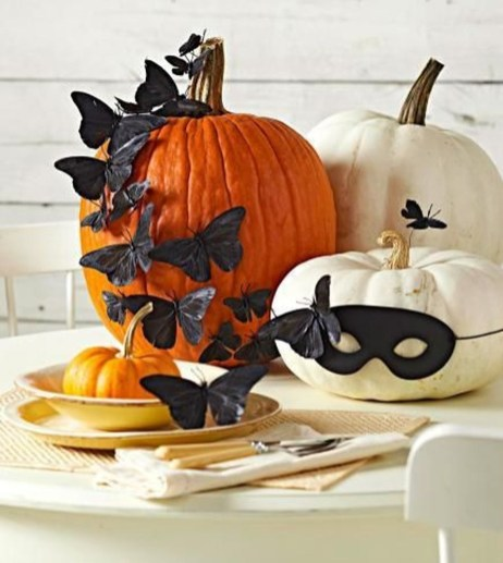 Lovely White And Orange Pumpkin Centerpieces For Fall And Halloween Table01