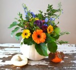 Lovely White And Orange Pumpkin Centerpieces For Fall And Halloween Table26