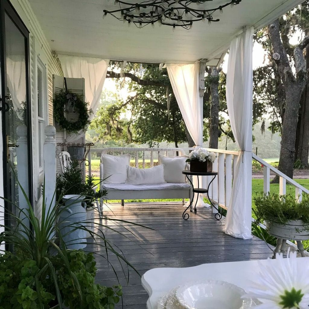 Stunning Farmhouse Front Porch Decor Ideas03