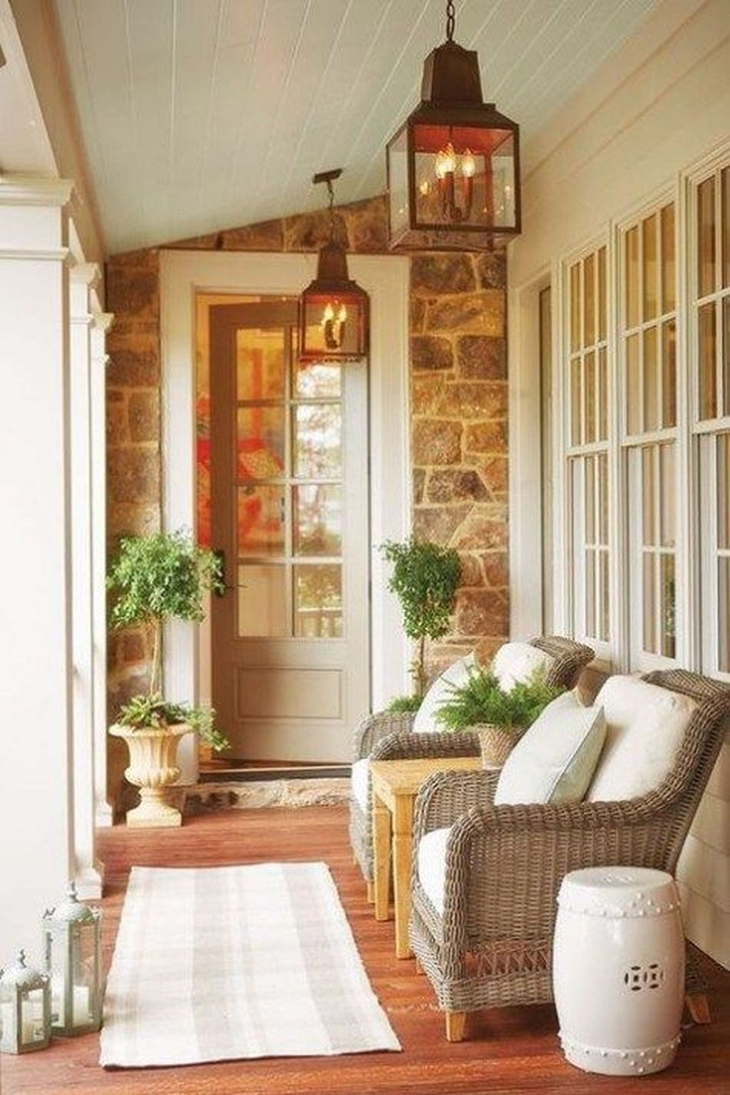 Stunning Farmhouse Front Porch Decor Ideas17