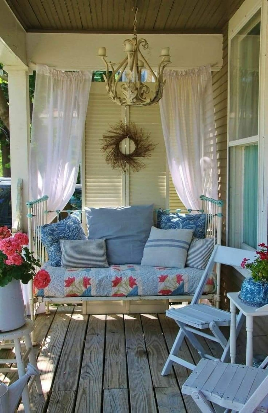 Stunning Farmhouse Front Porch Decor Ideas33
