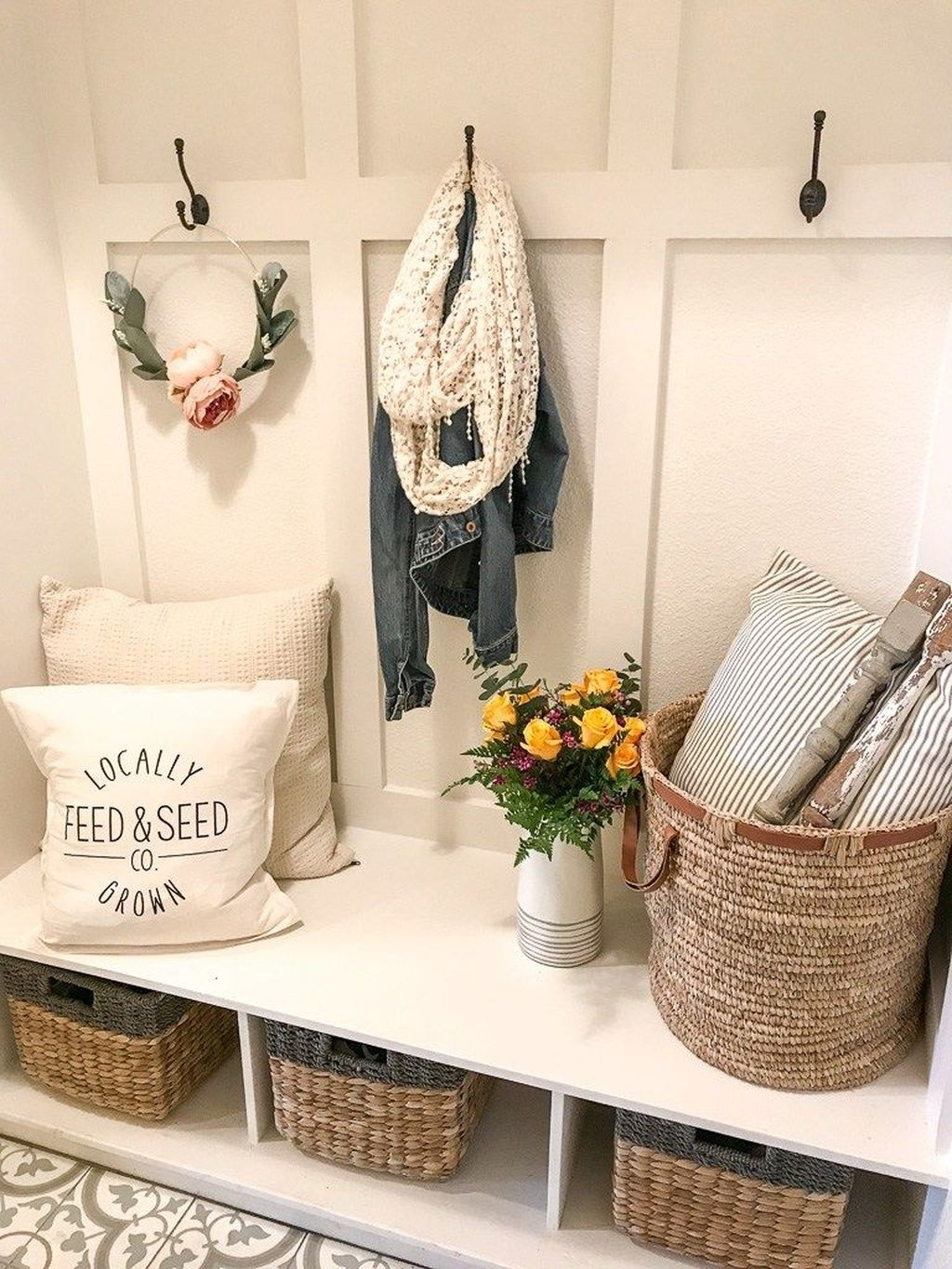 Beautiful Farmhouse Mudroom Remodel Ideas10