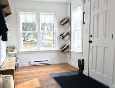 Beautiful Farmhouse Mudroom Remodel Ideas13