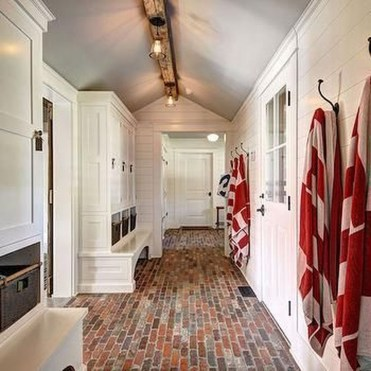 Beautiful Farmhouse Mudroom Remodel Ideas20