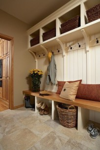 Beautiful Farmhouse Mudroom Remodel Ideas23