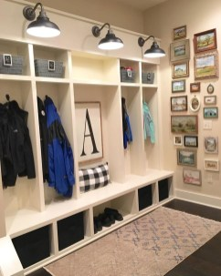 Beautiful Farmhouse Mudroom Remodel Ideas31