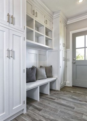 Beautiful Farmhouse Mudroom Remodel Ideas38