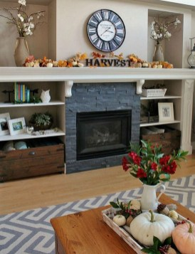 Charming Home Fall Decorating Ideas With Farmhouse Style04